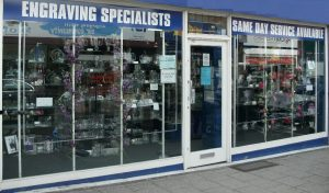 GLASS ENGRAVING & GIFT RETAIL IN  CITY CENTRE